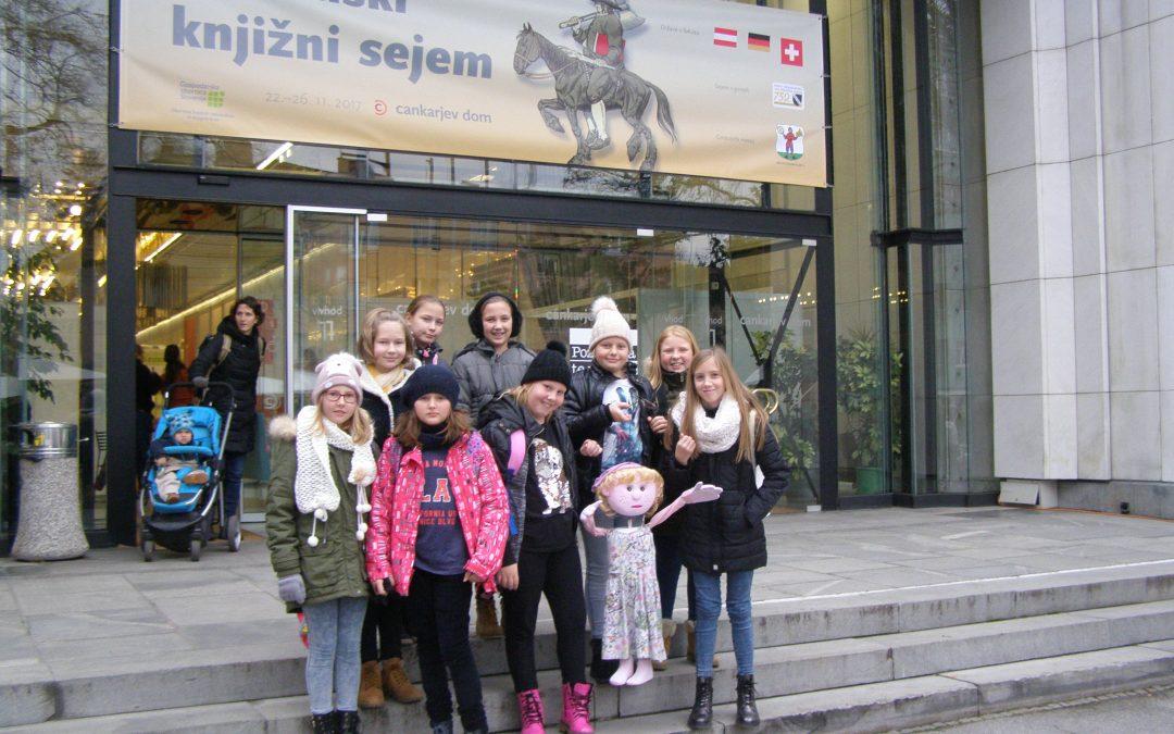 Lutkarice na Slovenskem knjižnem sejmu v Ljubljani