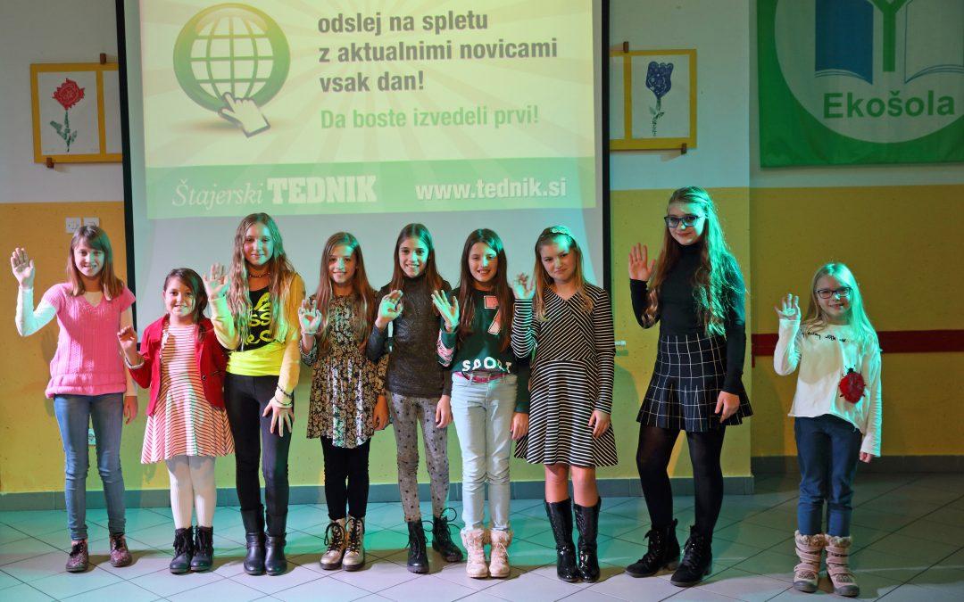 Otroci pojejo slovenske pesmi in se veselijo OŠ Starše