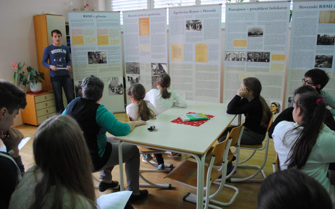 Razstava Romi v gibanju ob dnevu spomina na žrtve holokavsta